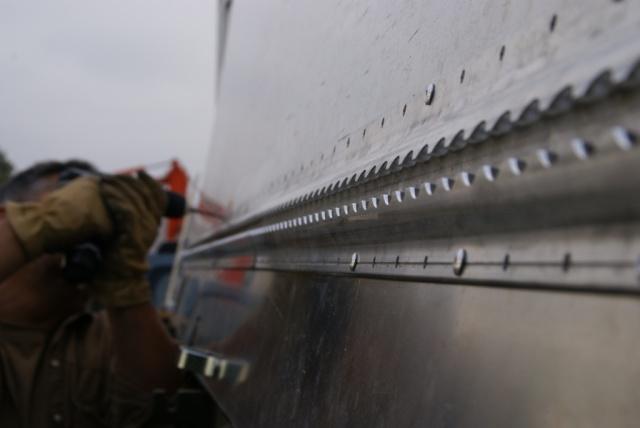 Montage Airline Schiene an Leyland DAF T 244